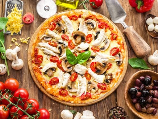پیتزا مرغ و قارچ کاری
