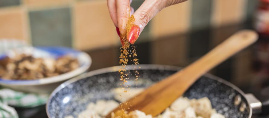 زمان اضافه کردن ادویه گرام ماسالا به غذا کی می باشد؟